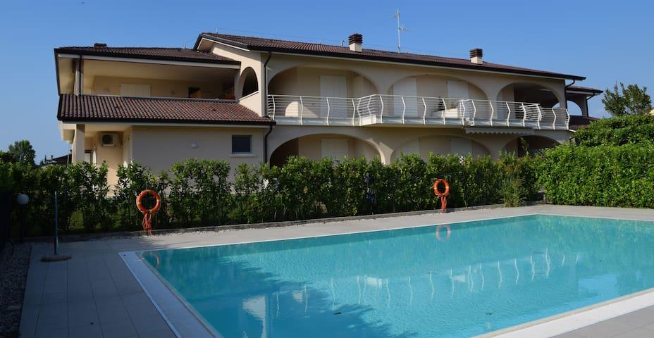 Quadrilocale NUOVO con piscina, giardino e garage