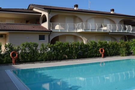 Quadrilocale NUOVO con piscina, giardino e garage - Chiodi II - Lägenhet