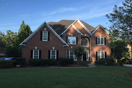 5 bed room house in Lake Jeanette on the Lake - Greensboro