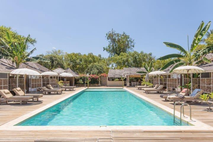 PROMO! Chic Bungalow pool view - Gili Meno