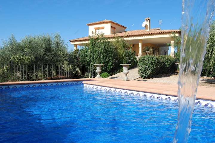 Child-friendly and pet-friendly villa in Chella with private swimming pool