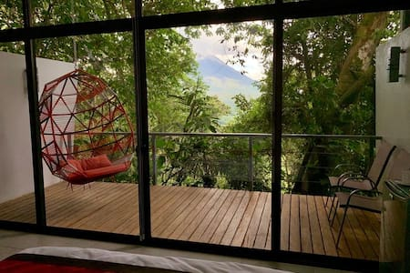 STUNNING VIEWS  @ COQUITO TREE VILLA