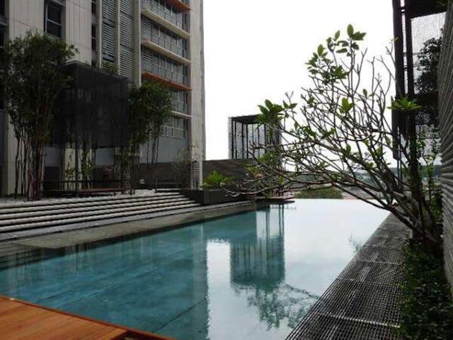 Pj8 luxury suite near LRT