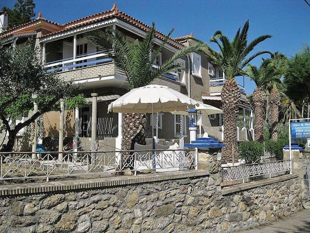 Alex-Nancy Apartments-Zaga Beach. Your place to be - Koroni - Departamento