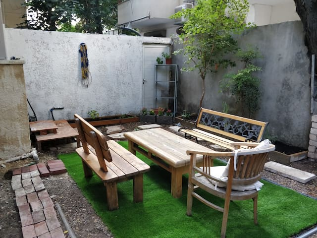 Special Private garden apartment