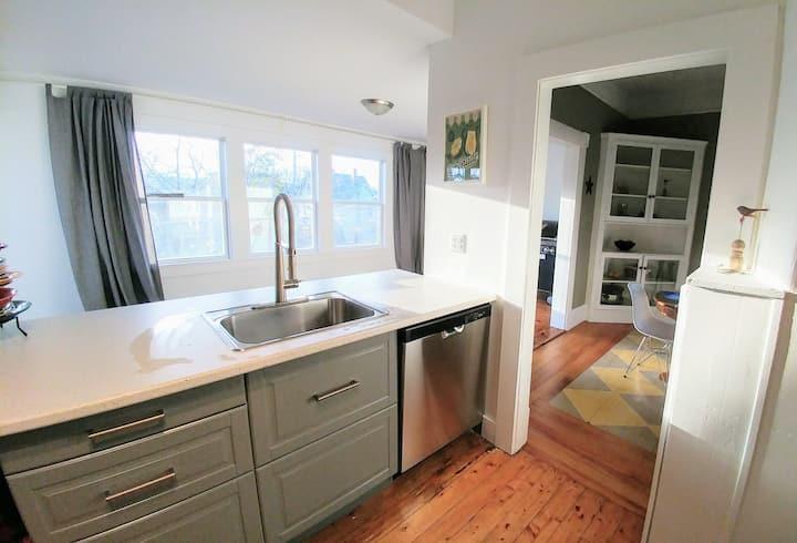 Large Family Vacation home Shelburne, Nova Scotia