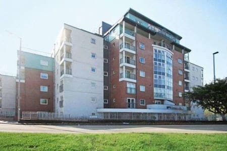 3 Bedroom apartment with Pool,Gym,Sauna,Steamroom - Newcastle-under-Lyme