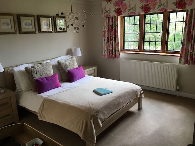Double Room ensuite at Pinkneys Court Mews