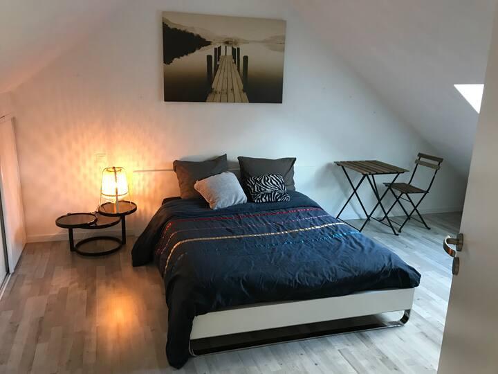 Vaste étage privatif, salle d'eau & chambre cosy