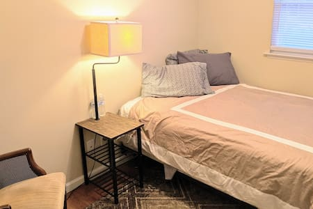Travelers delight, close to airport! Double BR!