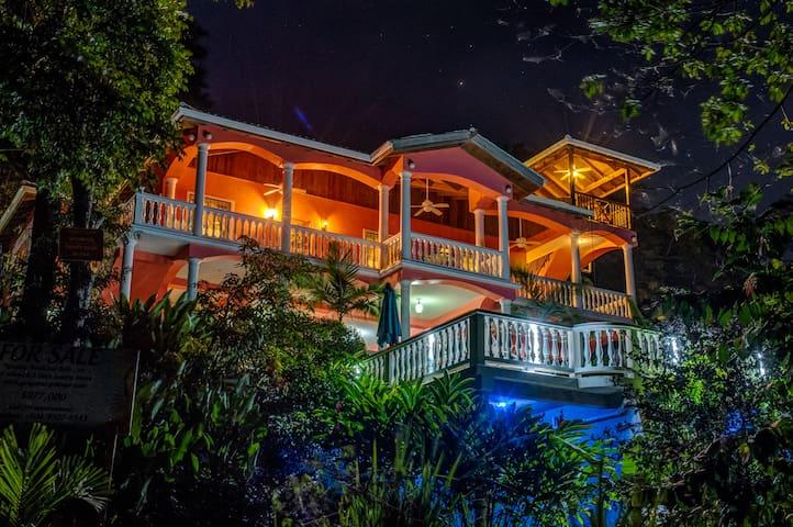 Seaside Inn - Gecko Bungalow
