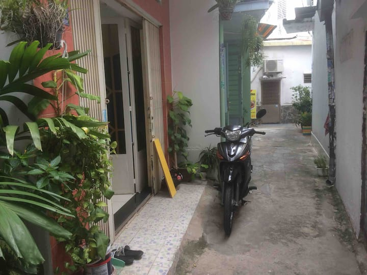 Cheap house near the airport only 400$ per month