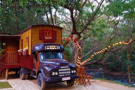 KumbukRiver Jungle Cabin