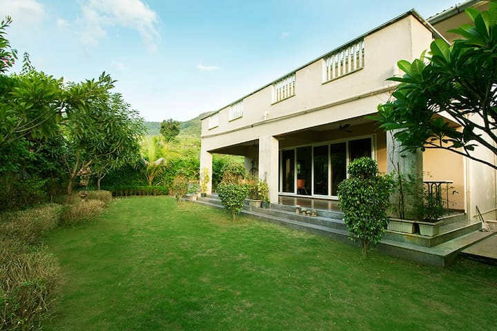 Serene, 3 BHK Villa with Lawn and games