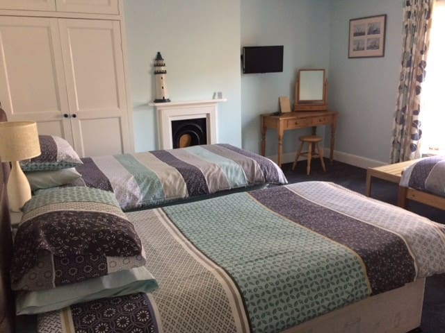 Lovely room & breakfast in the heart of Swanage. - Swanage - Bed & Breakfast