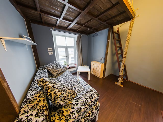 2-levels cosy room in NW hostel (heart of St-Pete) - Saint-Pétersbourg - Bed & Breakfast