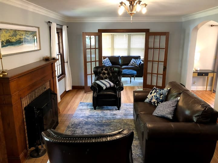 Charming Tudor Home 3 blocks from Mayo Clinic