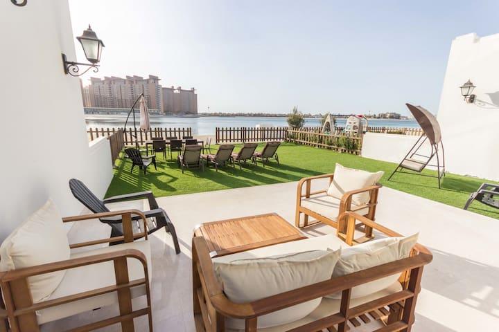 Beachfront 5 bedroom plus maid room Villa -  Palma