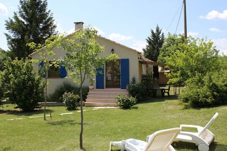 Maison provençale calme et confortable avec piscin