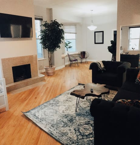 Perfect Downtown Location w/ Parking! Free Disney+