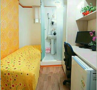 Deluxe Room(With bathroom & shower) - Gwangjin-gu