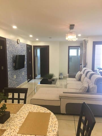 Conveniently Located 3 Bedroom Honolulu Home (1)