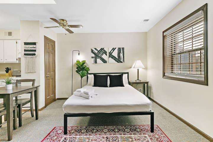 Highland Park's Getaway Studio Apartment B