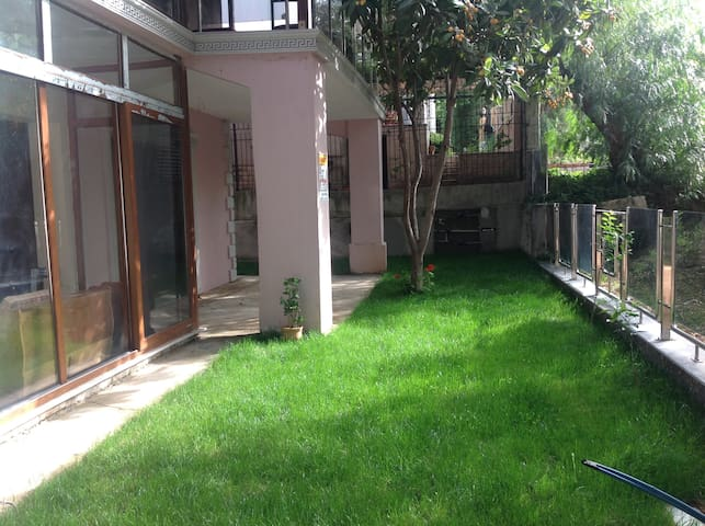 quiet, comfortable, exclusive  in the countryside - Bornova - Appartement