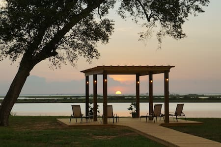 Sunset Cottage on Trinity Bay - Anahuac - Casa