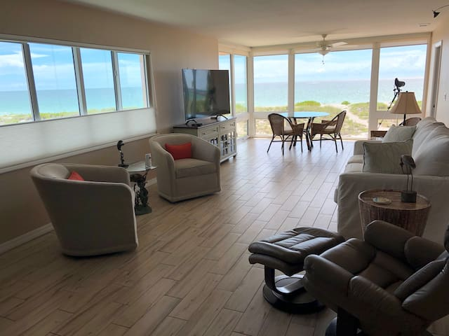 Aloha Unit 2 Beachfront Best Beach Views in Venice