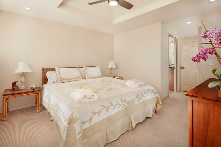 Second master bedroom in upper loft space.