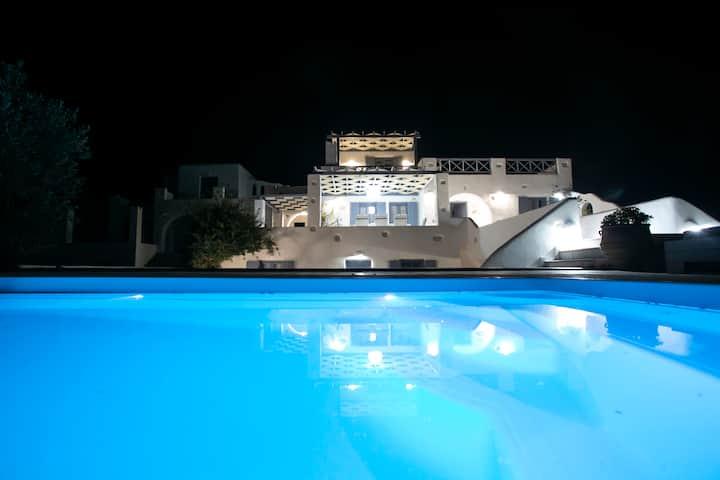 Beach Front, Brilliant Villa, sleeps 15, Cyclades