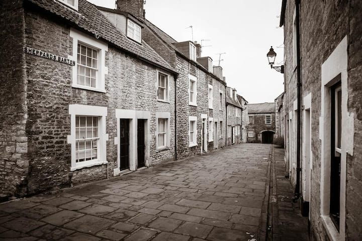 Niddy Noddy | 18th Century Weavers Cottage