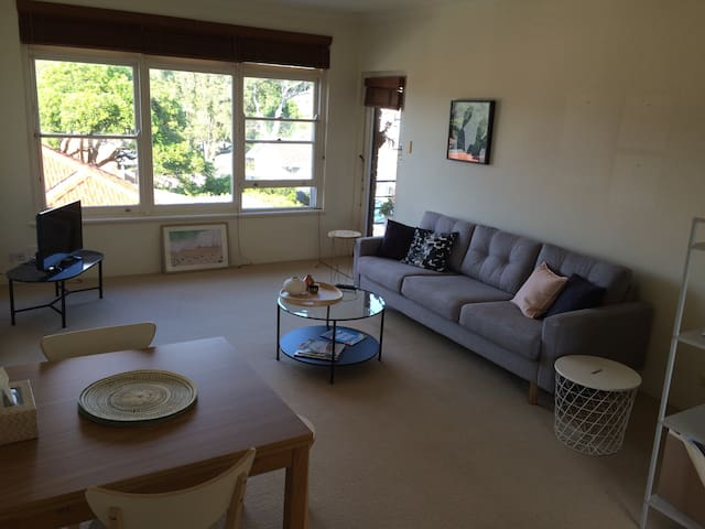 Close to Manly! Bright 2 bed with great views - Balgowlah - Wohnung