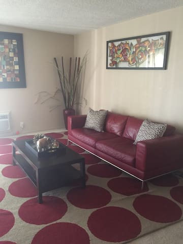 SPACIOUS 2 BD CLOSE TO FREEWAYS - Los Angeles - Appartement