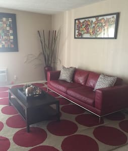 SPACIOUS 2 BD CLOSE TO FREEWAYS - Los Angeles
