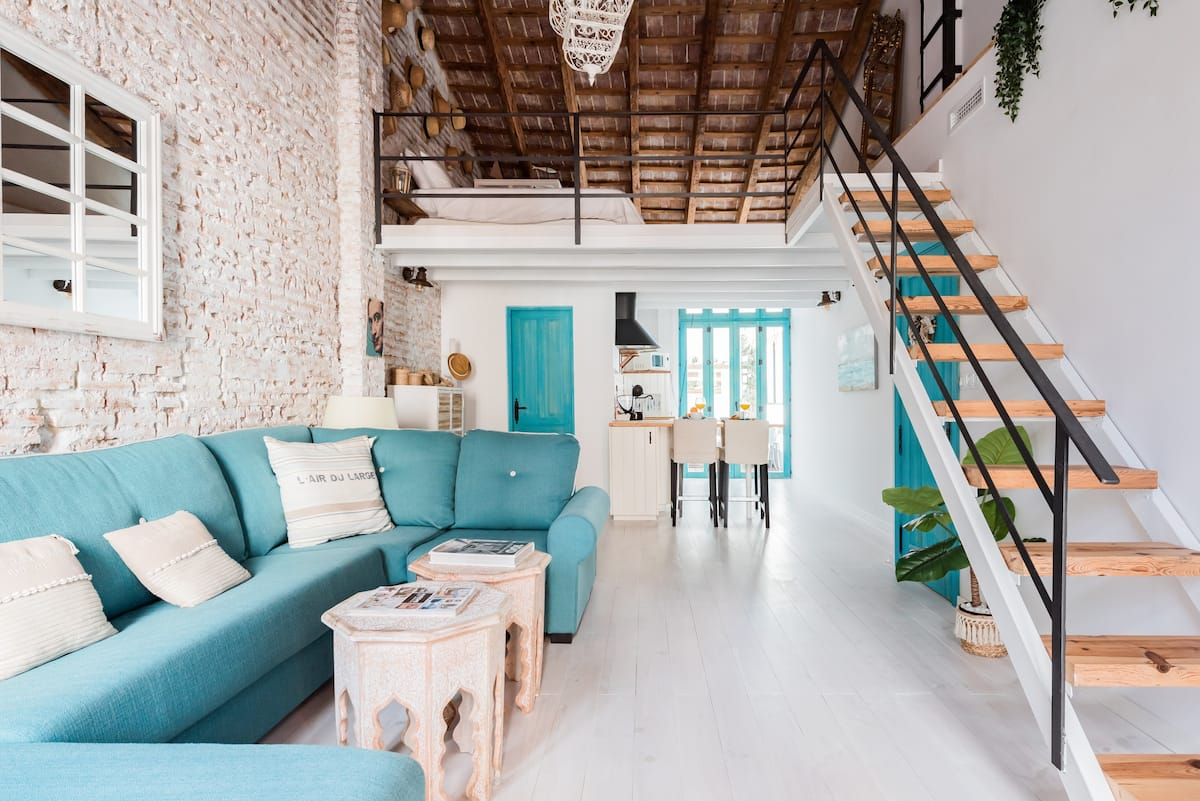 Amazing Mediterranean beach loft, luggage storage