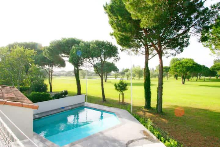 Villa overlooking golf course, sea&nature 20mn MTP