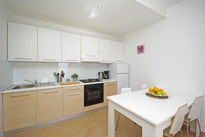 TOP-Lage! Apartment am Strand!Strandhaus Dalmatien - Zaostrog - Kondominium