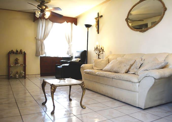 Departamento confortable zona Plaza Patria/Zapopan