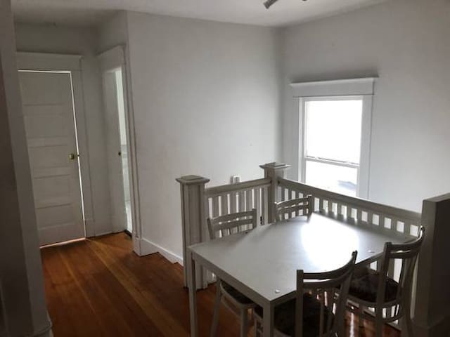 Top Floor, Lovely North Room Chrctr Hs. Main/Brdwy