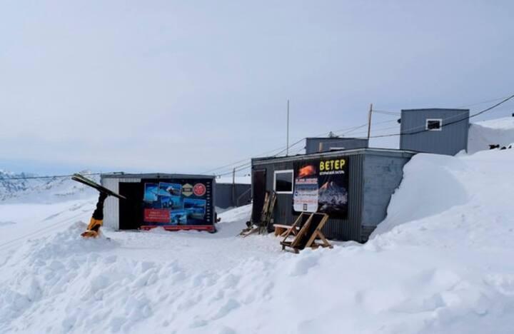 """Хостел """"ВЕТЕР"""" на высоте 3780м. г.Эльбрус"""