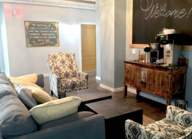 Great place, Great People, Unique stay! - Syracuse - Apartment