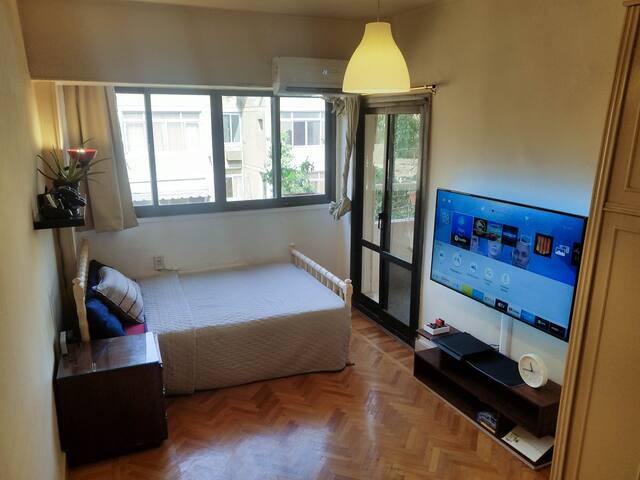 """Sunyrom+55""""tv+PS4+Fast wifi+couples Friendly"""