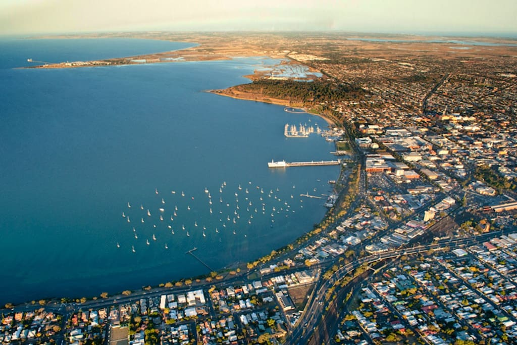 Geelong is a great destination - please note the photos are incomplete - the lounge was being Spring Cleaned and skirtings painted when i went to take some pics, - more better pictures soon