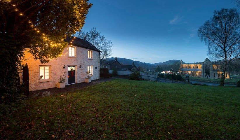 Tintern Abbey Cottage- 5 * & fabulous Abbey views