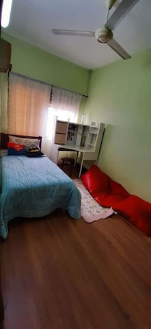 Room for Ladies, 5 mins walk to LRT
