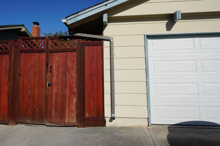 Gate to unit