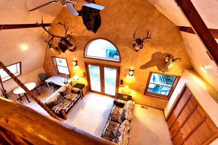 Famous Bozeman Trail Barn -Deep Cleaned,Sleeps 16+