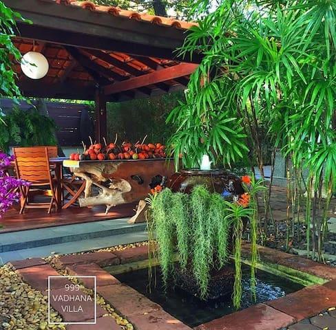 LUXURY private lake side villa+Private Van&driver